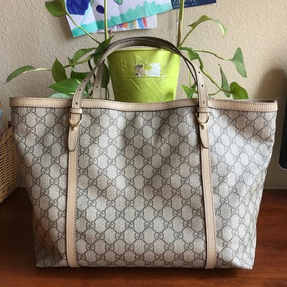 Gucci Handbags - Gucci Supreme GG Canvas Large Tote 😊🍁